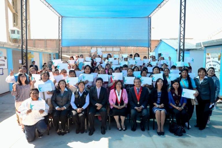 Programa DreamBuilder contribuye con la reinserción social de internas del penal de Socabaya