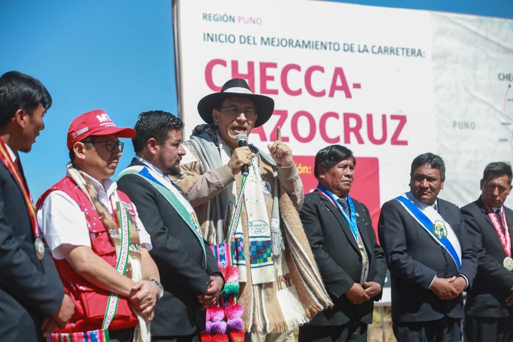 Presidente Martin Vizcarra Y Ministro Edmer Trujillo Dan