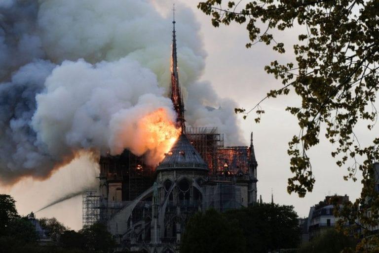 Catedral de Notre Dame de París sufrió un incendio devastador