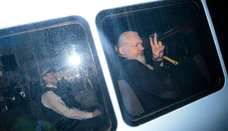 Julian Assange, el fundador de Wikileaks, detenido en Londres tras perder su asilo político