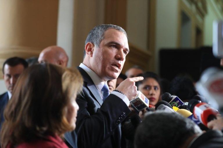Salvador del Solar entregó oficio al Congreso para asistir al Pleno y sustentar cuestión de confianza