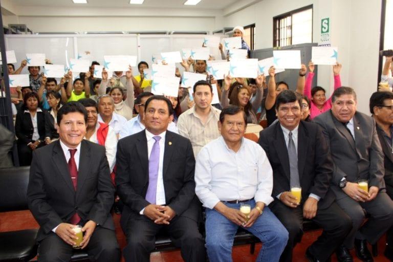 Gobernador regional clausuró programa de emprendimiento de internos del penal de Samegua