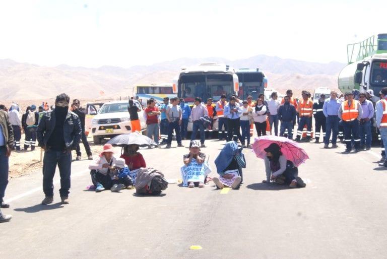 Empresarios moqueguanos bloquean vía pidiendo ser contratados por Quellaveco