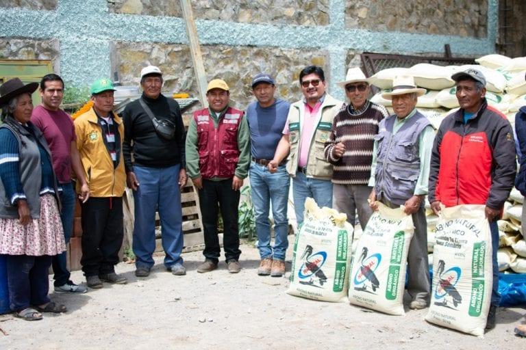 Agricultores de Huanuara reciben insumos para abonamiento y control de plagas