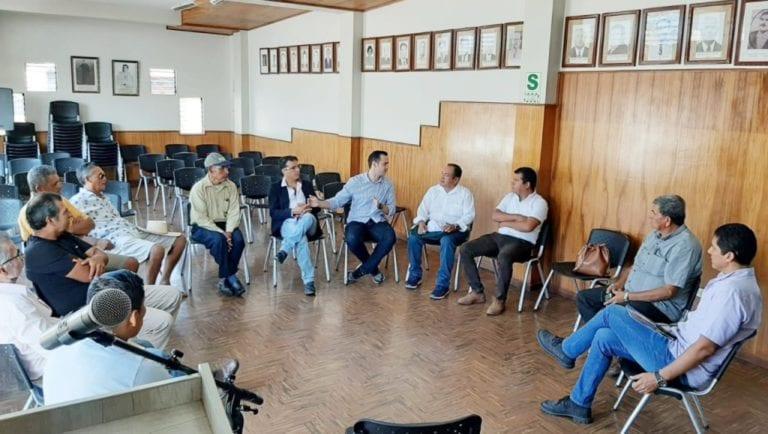 Productores de ajo de Punta de Bombón se reúnen con empresario brasilero