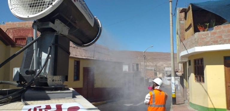 Camión desinfectante de Southern Peru fumiga calles, vías y viviendas del distrito de Locumba