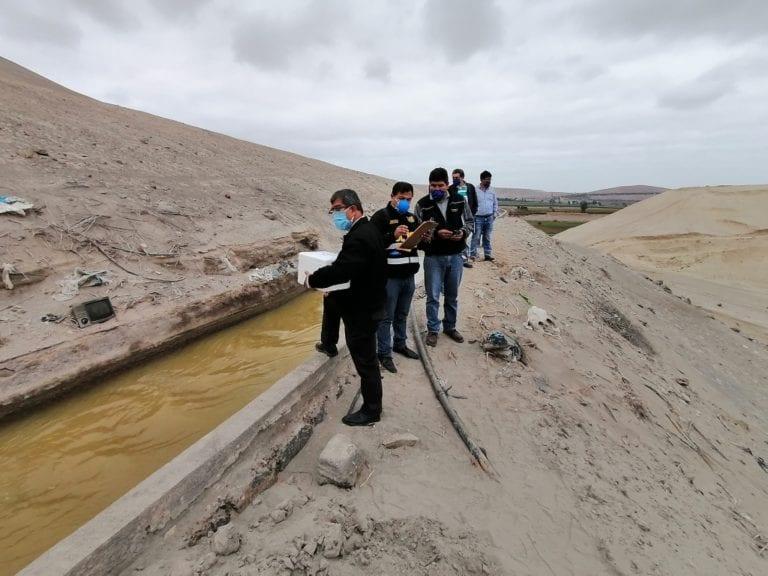 Policía de Medio Ambiente verifica coloración del río Tambo en canal de agua