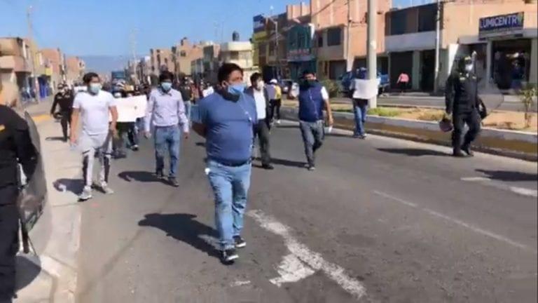 Estudiantes de la UJCM realizan movilización por las calles de Ilo