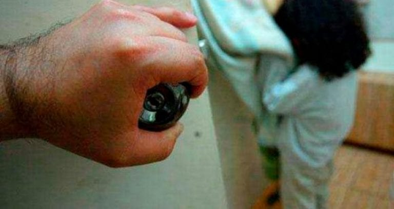 Denuncian a locutor de radio por presuntos tocamientos indebidos a su sobrina