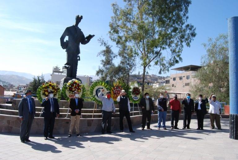 Realizan ceremonia de homenaje por el Día del Maestro