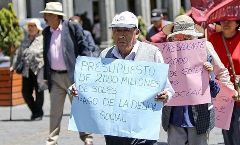 En Arequipa: Más de 13 mil profesores esperan pago de deuda social