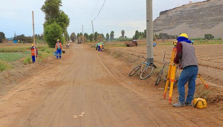 Reanudan obra para el mejoramiento de antigua carretera vecinal