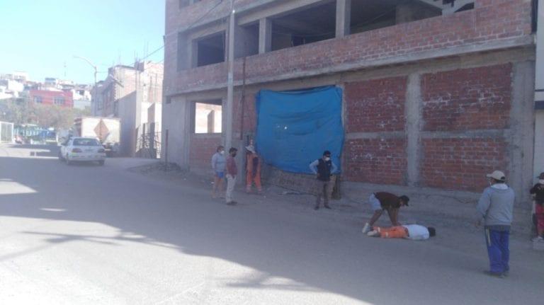 Varón cae del tercer piso de una construcción en la Urb. Santa Fortunata