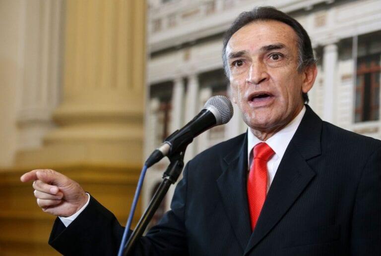 Declaran procedente denuncia constitucional contra Héctor Becerril