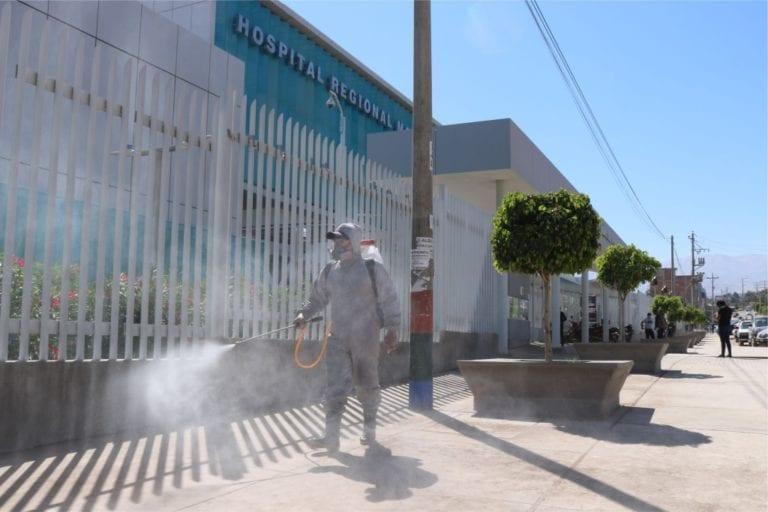 Realizan desinfección de calles y viviendas cercanas a hospitales del MINSA y EsSalud